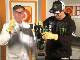 VIDEO: Ken Block ne da reteta unui cocktail cu multa Fiesta data bine de tot prin mixer!