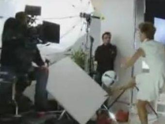FOARTE TARE! Sylvie jongleaza mai frumos decat Rafael van der Vaart!!! VIDEO: