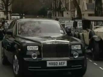 VIDEO Rafinament, stil si eleganta! Vezi cum defileaza pe strada TOATE Rolls Royce-urile din istorie!