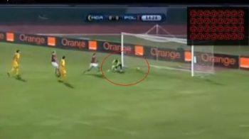VIDEO / CE GAFA!! Portarul Moldovei s-a facut de ras! Vezi cum a scapat mingea printre picioare!