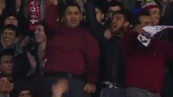 NU RATA ASA CEVA! Cel mai NEBUN fan din Turcia a facut dansul vietii la TV in fata lui Hagi si Stancu! VIDEO