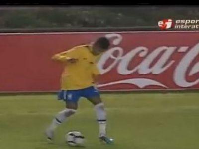 VIDEO El e viitorul Braziliei: Vezi ce CHAPEU de senzatie a reusit Neymar cu Uruguay!