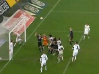 VIDEO: Faza etapei in Germania: vezi portarul care a boxat mingea ... in propria poarta!