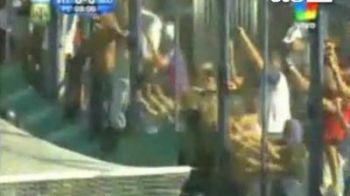 VIDEO / Un MORT si mai multi raniti la un meci in Argentina! Vezi ce au incercat sa faca suporterii: