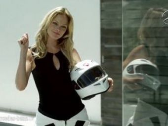 Cursa dintre sexe!Fotomodel pe Ducatisi-o ia de laun C63 AMG!