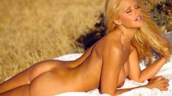 O vedeta Playboy este cea mai frumoasa sotie de hocheist din lume! FOTO