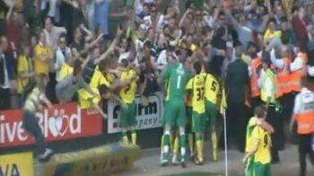 VIDEO: Bucuria doare tare! Ce a patit un fan care a vrut sa sarbatoreasca un gol cu jucatorii! :)