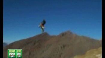 VIDEO Cea mai periculoasa saritura din ISTORIE! Cum sa sari cu motocicleta de la 4000 de metri si sa nu patesti nimic: