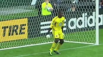 Penaltyul care a SCANDALIZAT lumea! Jucatorul a fost pus sa repete pana a MARCAT: Portarul a luat-o razna! VIDEO
