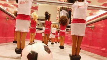 SUPER FOTO: A aparut fusbal-Barbie! Ca tot doua picioare au si ele si balonul, tot rotund :)