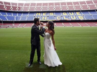 Ei sunt primii care au zis DA pe Camp Nou! Se opune cineva? Da, tatal miresei! Cum era sa le distruga Mourinho nunta: