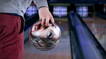 N-ai mai vazut asa ceva! Cele mai INFRICOSATOARE bile de bowling din lume! FOTO