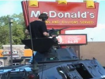 VIDEO: Trimis la plimbare cu tancul si-a iesit din pepeni!