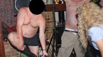 Cand Gigi e pe Maybach iar Borcea la Miami... un alt patron face striptease beat si se lasa batut cu cureaua! Imaginea care a scandalizat Europa