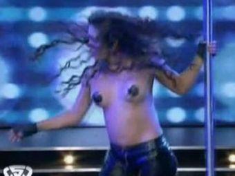 VIDEO SHOW INCENDIAR cu Larissa Riquelme! Dans la bara si striptease la Dansez pentru tine din Argentina!