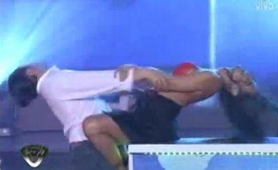 VIDEO INCENDIAR! Larissa Riquelme mimeaza sexul la Dansez pentru tine! Striptease-ul cu care i-a innebunit pe argentinieni: