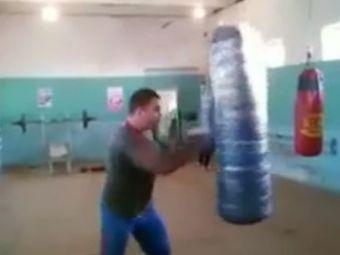 SUPER VIDEO! Rusul care crede ca-i poate pulveriza pe Morosanu si Bute... in acelasi timp! Da 100 de pumni pe minut! Are sanse?