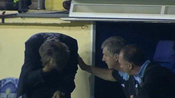VIDEO / Mancini, blestemat de Tevez? Antrenorul lui City si-a SPART capul in banca de rezerve de la Villarreal!