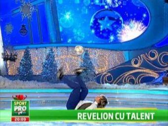 Stelistul Florescu a jonglat cu Gina Pistol de Revelion! Jongleriile care ar da gata orice fata