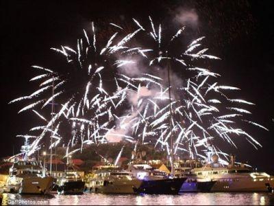 IMAGINI FABULOASE cu Revelionul de 5 mil euro al lui Abramovic: cu Red Hot Chilli Peppers pe scena si doua yachturi uriase transformate in hoteluri pentru invitati