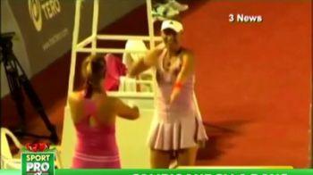 Eeee....Macarena! Wozniacki si Azarenka i-au innebunit pe fani cu un dans BESTIAL! :)