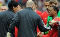 VIDEO INCREDIBIL! Evra si Suarez, aproape sa se ia la bataie inainte de Man. United - Liverpool cand echipele dadeau noroc