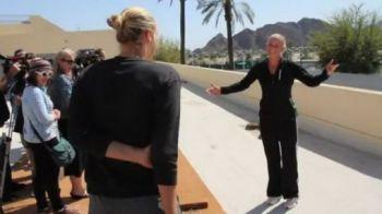 VIDEO EPIC FAIL! Wozniacki a incercat sa-i faca o farsa Saharapovei! Vezi cum s-a facut de ras: