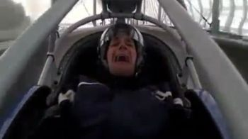 VIDEO FABULOS! Cea mai traumatizanta cursa din istorie: pilotul a FACUT PE EL si a inceput sa planga la final :))