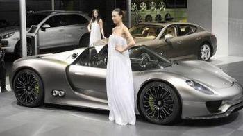 O trupa din Romania lanseaza masinile Porsche la Salonul Auto de la Beijing!