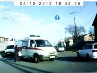 VIDEO: Culmea ghinionului: sa dea ambulanta peste tine :))