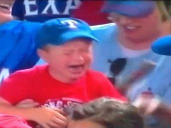 VIDEO EMOTIONANT! Ti se rupe inima cand vezi asta! Un copil plange in hohote la un meci! Ce a patit: