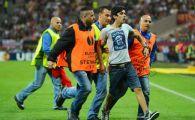 PANICA la Bucuresti! Doi fani au intrat pe teren! MILIOANE de oameni au trait cosmarul meciurilor DISTRUSE de huligani in Romania
