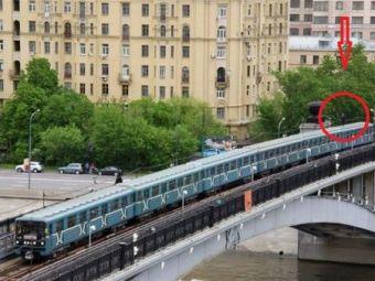 FOTO: Uita-te atent la imaginea asta! Detaliul incredibil surprins pe un tren in miscare