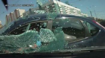 "VIDEO SOCANT: Filmare ""mortala"" intr-o intersectie! Accidentul la care inchizi ochii si spui ca nu-i adevarat!"