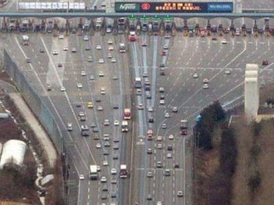 SUPER ILUZIE OPTICA! Platesti taxa de drum si cazi in PRAPASTIE! Cea mai NEBUNA autostrada din lume! :)