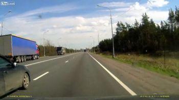 VIDEO INGROZITOR! Ce se intampla cand soferul unui camion ADOARME la volan!