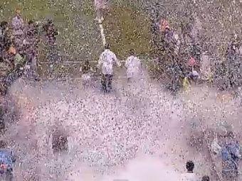 Video UNIC in fotbal! Seedorf a fost adus cu ELICOPTERUL la prezentarea oficiala! Nebunie pe STADION! 50.000 de oameni au luat foc