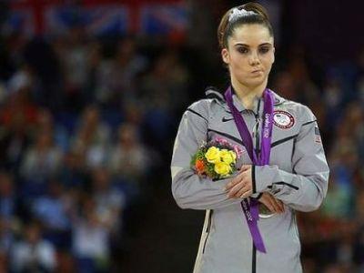 Americanii au UMILIT-O pe gimnasta invinsa de Sandra Izbasa: Nu a stiut sa piarda. Vezi cum rad de ea: