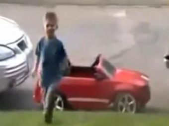 VIDEO: Copilul asta iti da lectii la orice ora! I-a iesit o parcare absolut geniala care l-a facut celebru in toata lumea!