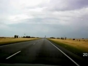 VIDEO: Era un drum linistit si lipsit de griji! Totul parea perfect... astapana cand a aparut monstrul pe cer!