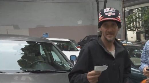 VIDEO A devenit EROU pentru un oras intreg! Primul om care s-a saturat sa i se ceara bani degeaba la parcare! Vezi cum s-a razbunat pe impostori: