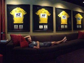 Peste 100.000 de oameni l-au injurat pe Armstrong cand au vazut poza asta! Detaliul PROVOCATOR din imaginea pusa pe Twitter de ciclistul DOPAT: