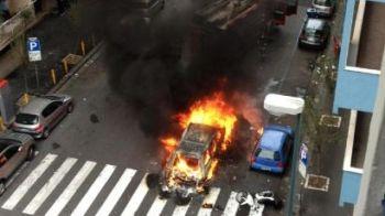 VIDEO SOCANT! Momente halucinante in Italia! Fanii lui Napoli au provocat HAOS! O masina a fost INCENDIATA! Vezi atacul HULIGANILOR: