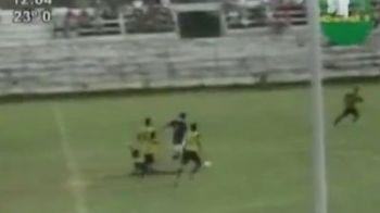 Maradona, Messi? Asta este probabil cel mai tare gol inscris vreodata: a alergat 70 de metri cu mingea, a fost tavalit pe jos, dar tot a marcat! SUPER VIDEO: