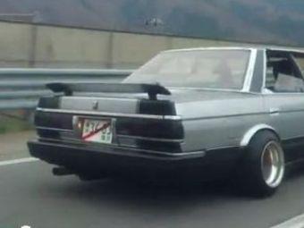 VIDEO Ce DEMENTA! Cel mai tare colind auto! Toyota care canta Jingle Bells pe sosea :)