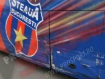 Motivul pentru care autocarul Stelei arata ASA! Lato a facut-o LATA: i-a luat masina lui Mihai Costea si i-a lovit-o in parcare! VIDEO