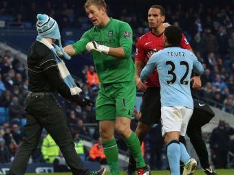 Incidente grave la derby-ul din Manchester! United a castigat in prelungiri, Ferdinand a fost lovit in figura! Un fan a intrat pe teren! Click AICI pentru VIDEO si FOTO: