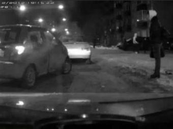 VIDEO Cea mai PROASTA tentativa de parcare din lume! Blonda la volan! Asa ceva nu s-a mai vazut pana acum!