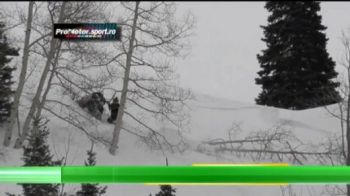 Cei care se dau cu snowmobilul trebuie sa fie foarte atenti la cel mai neasteptat pericol! Un american era s-o incurce rau de tot! VIDEO
