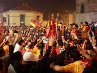 "Sneijder-PASA i-a innebunit pe turci! Au venit ""cata frunza si iarba"" la aeroport! Vezi cum au intrat in masina olandezului! VIDEO INCREDIBIL"